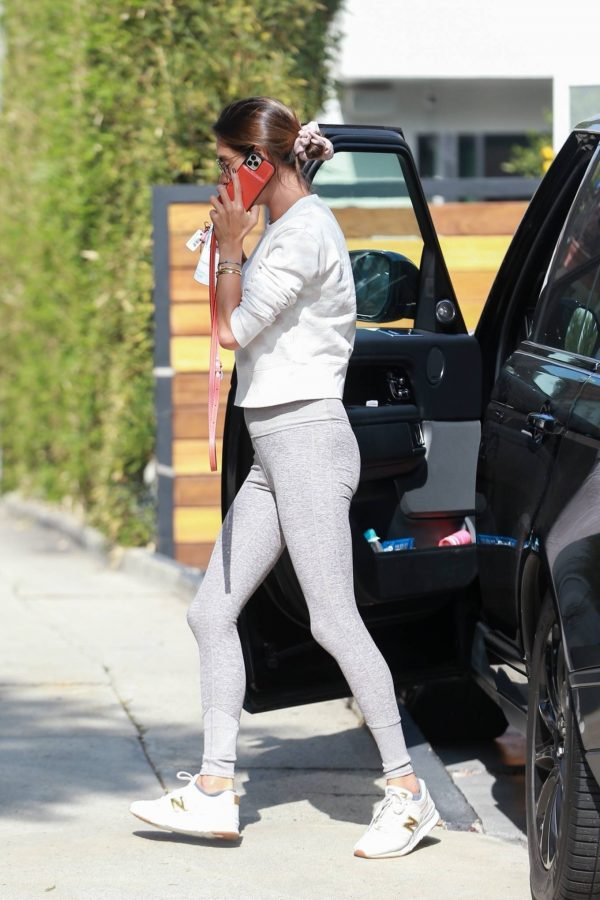 Alessandra Ambrosio Looks sporty while heads to Pilates in Los Angeles 02