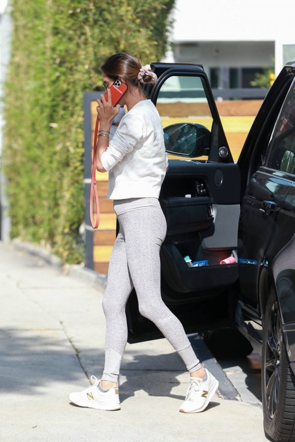 Alessandra Ambrosio Looks sporty while heads to Pilates in Los Angeles 03