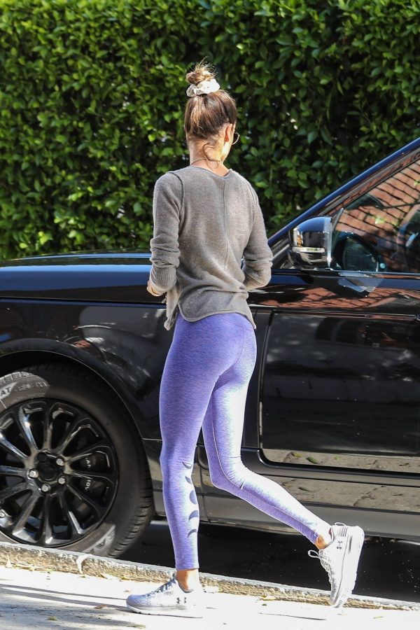 Alessandra Ambrosio Seen while arriving at a Pilates Studio in Los Angeles 23
