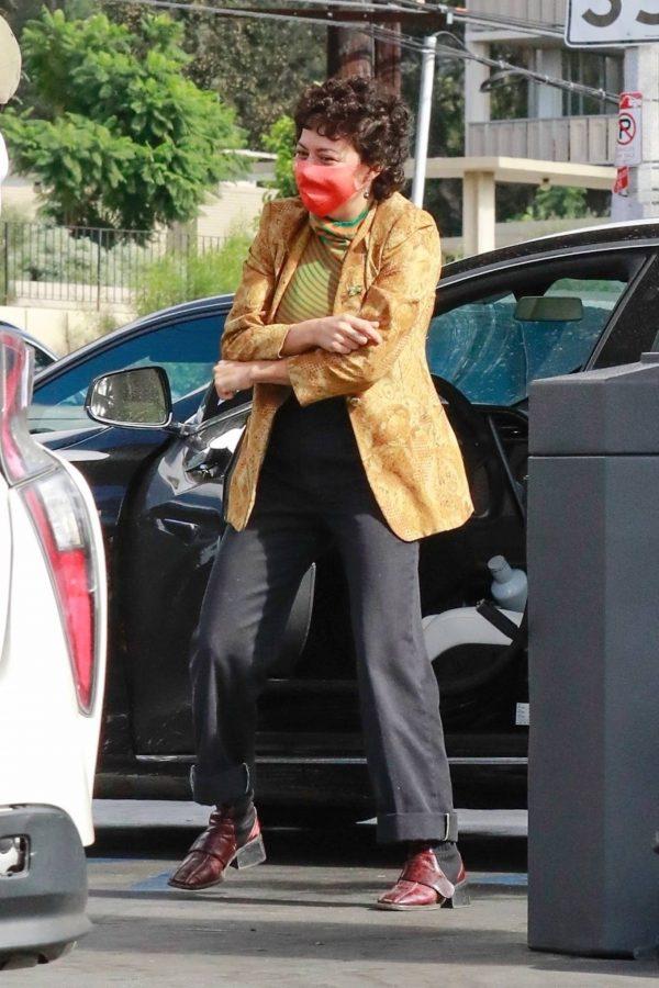 Alia Shawkat At a local gas station in Los Feliz 11