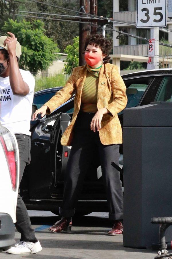 Alia Shawkat At a local gas station in Los Feliz 18