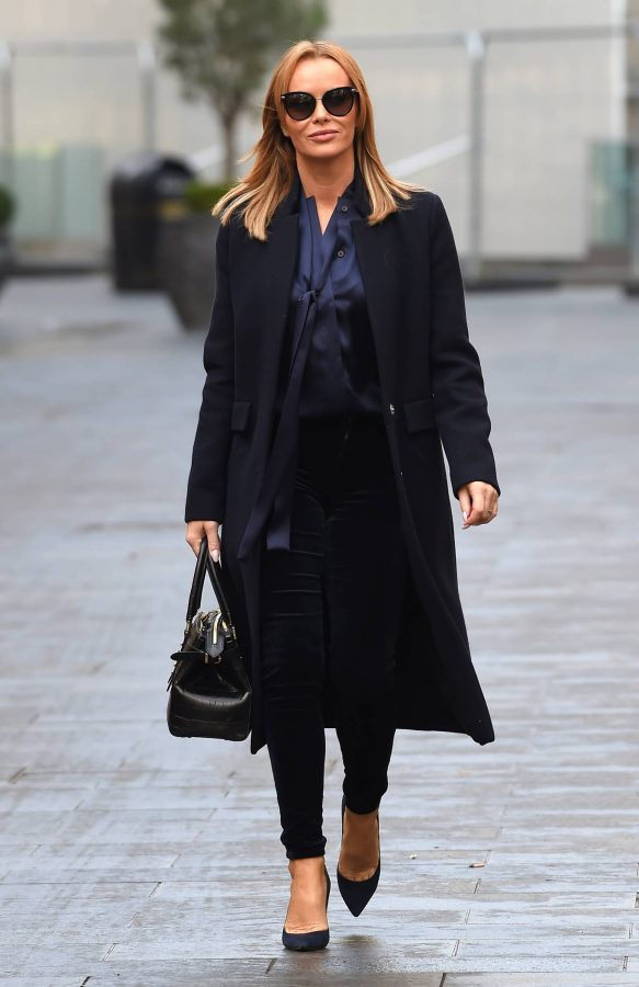 Amanda Holden Seen after the Heart Breakfast show in London 01