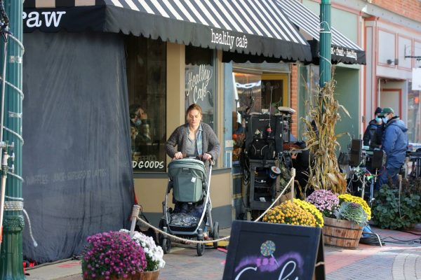 Anna Paquin On the set of Modern Love filming at Healthy Cafe in Schenectady 03