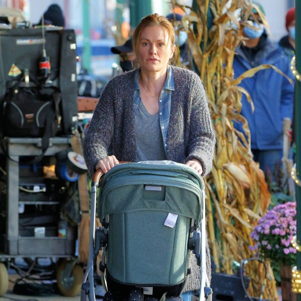Anna Paquin On the set of Modern Love filming at Healthy Cafe in Schenectady 04