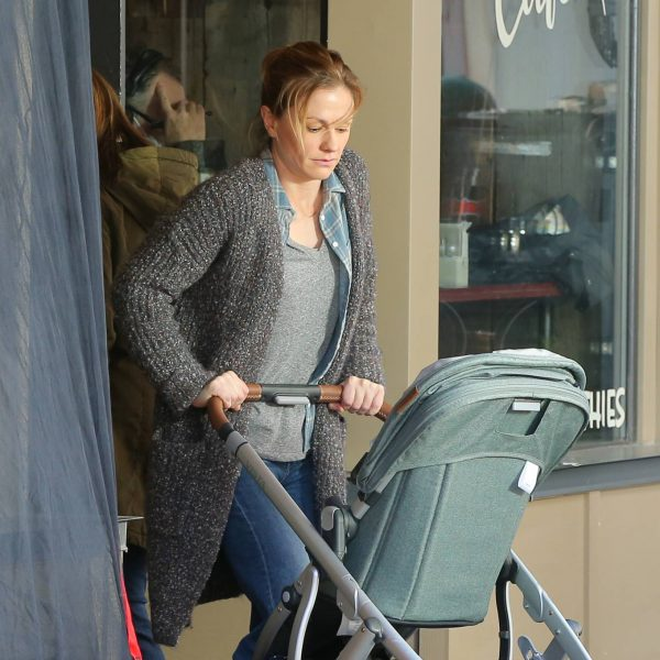 Anna Paquin On the set of Modern Love filming at Healthy Cafe in Schenectady 10