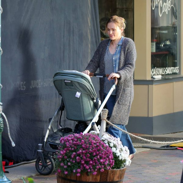 Anna Paquin On the set of Modern Love filming at Healthy Cafe in Schenectady 13