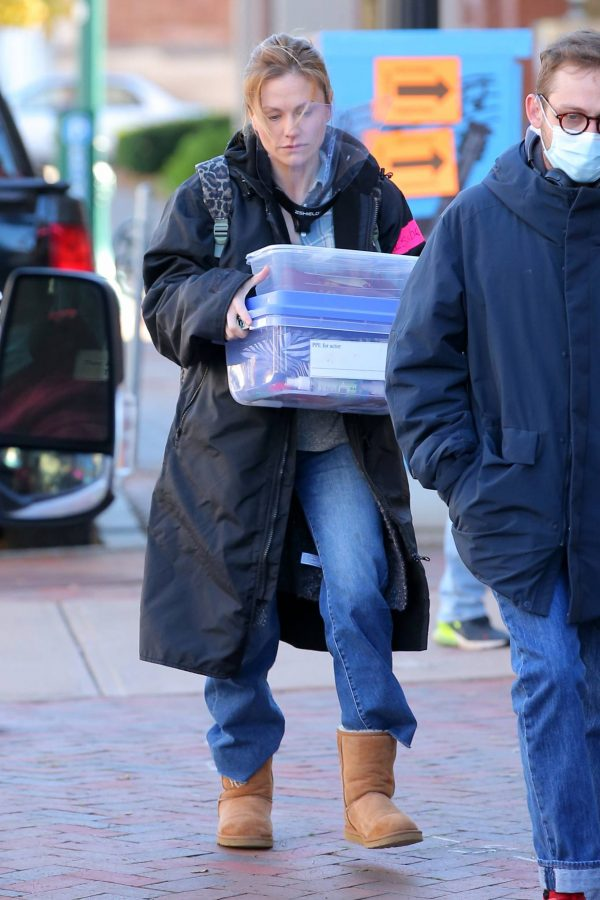 Anna Paquin On the set of Modern Love filming at Healthy Cafe in Schenectady 18