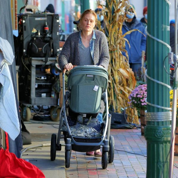 Anna Paquin On the set of Modern Love filming at Healthy Cafe in Schenectady 21
