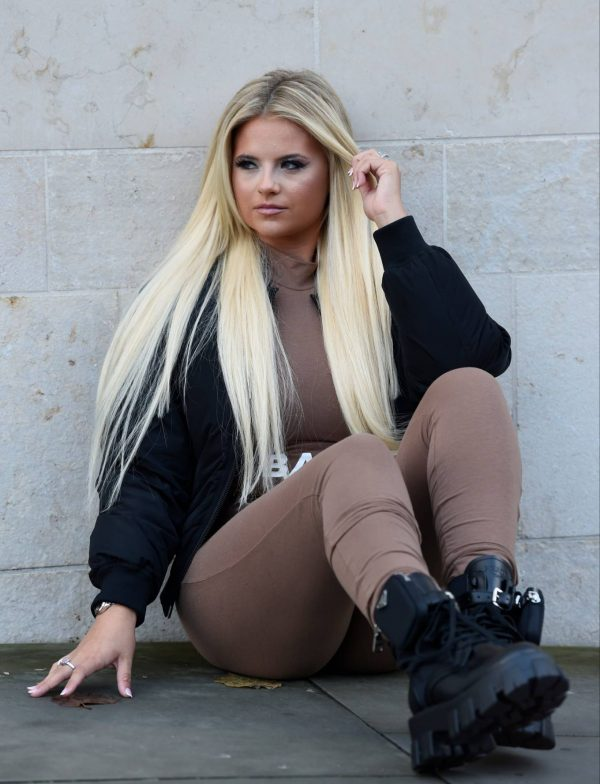 Apollonia Lllewelyn Ohotoshoot candids in Manchester City Centre in London 05