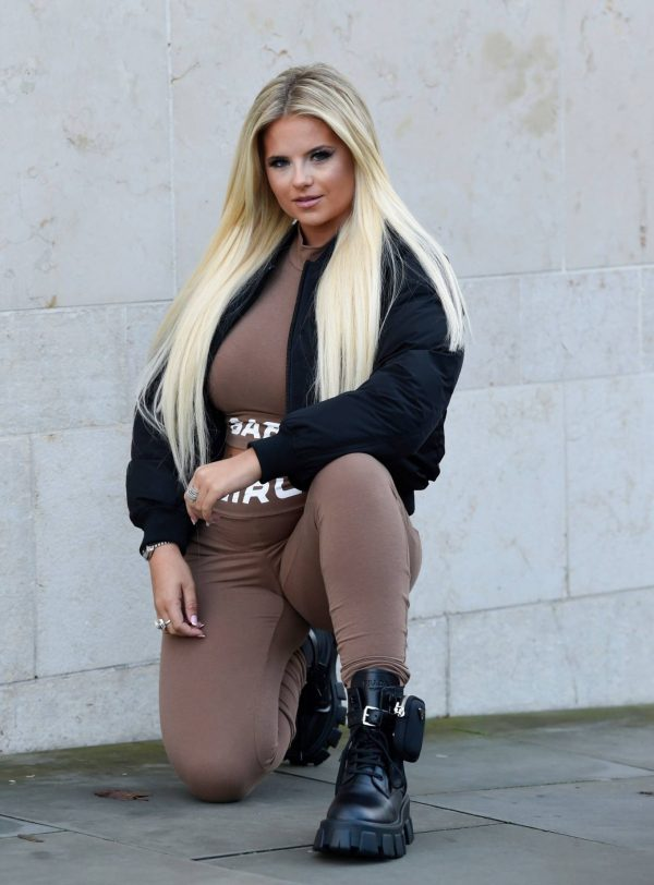 Apollonia Lllewelyn Ohotoshoot candids in Manchester City Centre in London 10