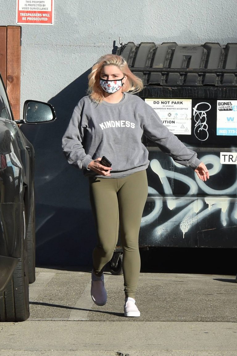 Ariel Winter Spotted outside a studio in Los Angeles 13