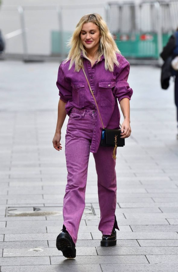 Ashley Roberts Leaving the Global Studios in London 04