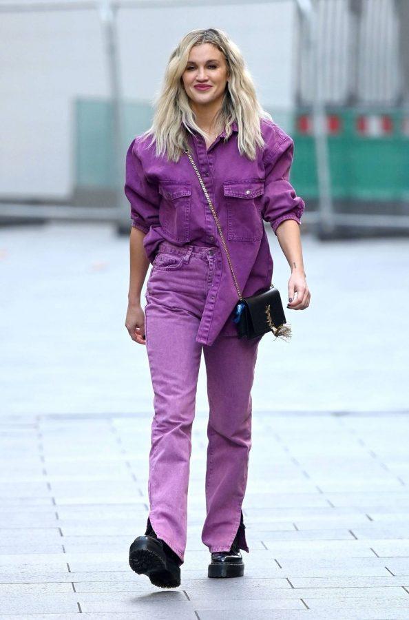 Ashley Roberts Leaving the Global Studios in London 10
