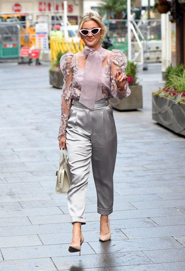 Ashley Roberts Looking stylish in London 01
