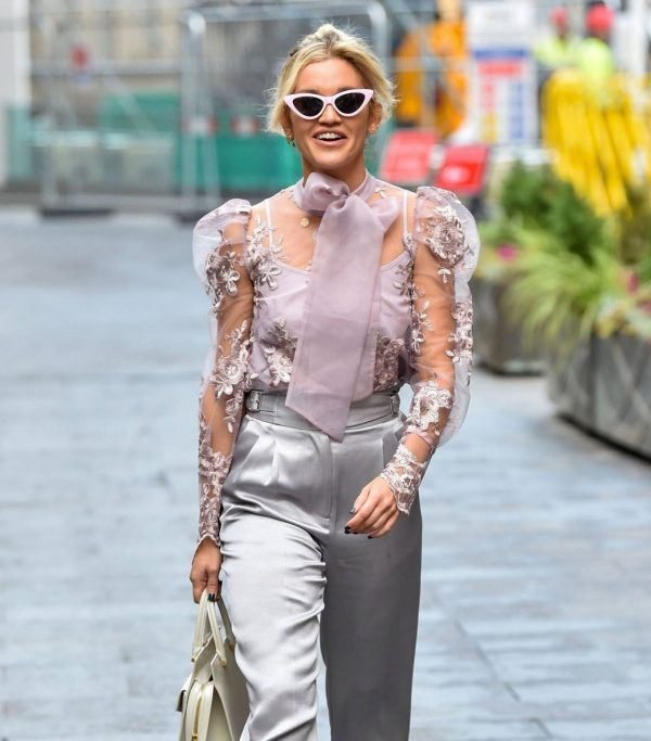 Ashley Roberts Looking stylish in London 07
