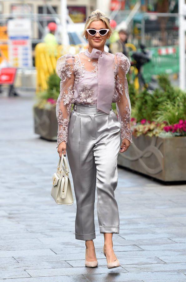 Ashley Roberts Looking stylish in London 09