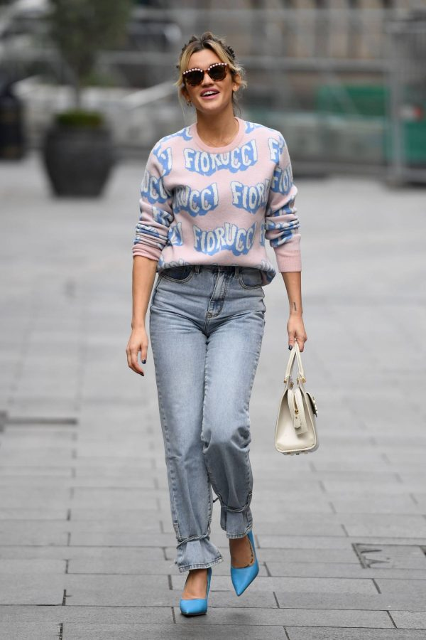Ashley Roberts Pictured in denim at Heart radio show in London 04
