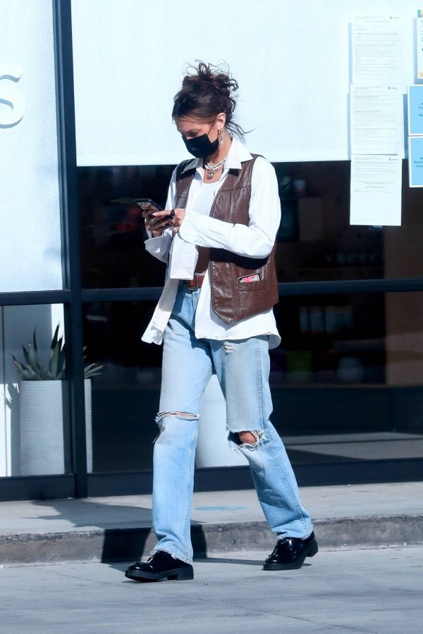 Bella Hadid Shopping at Sweet Flower Cannabis store in Studio City 01