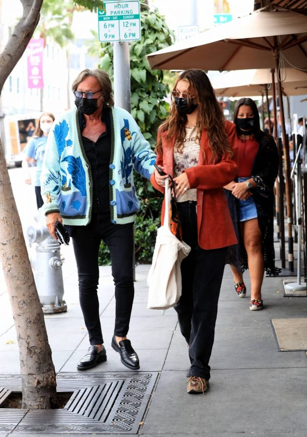 Bella Hadid Spotted with her dad at Il Pastaio in Beverly Hills 01