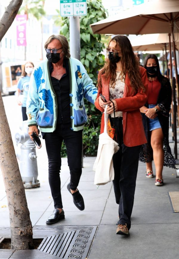 Bella Hadid Spotted with her dad at Il Pastaio in Beverly Hills 14