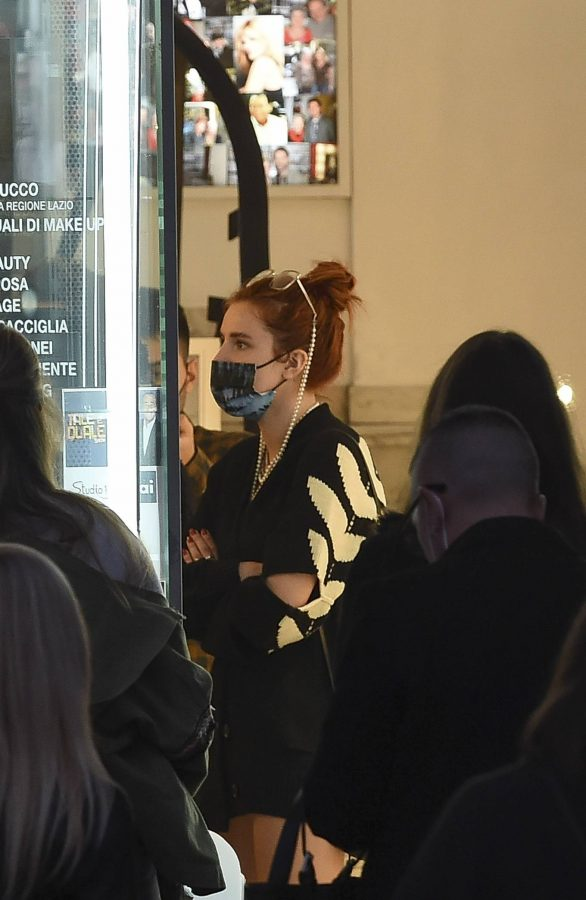 Bella Thorne Halloween shopping spree in Rome 09