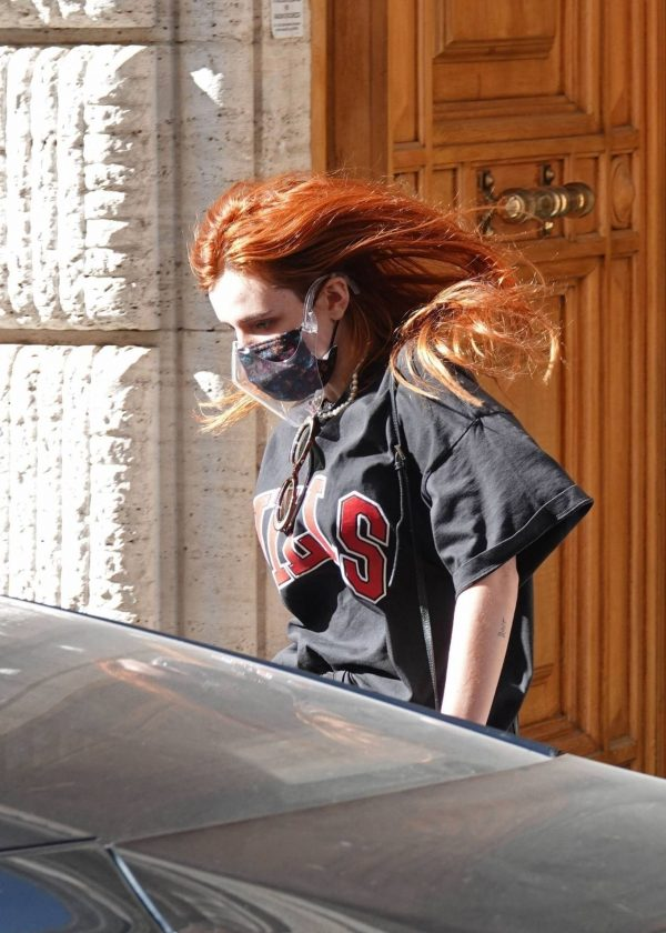 Bella Thorne Seen leaving her hotel in Rome 04 1