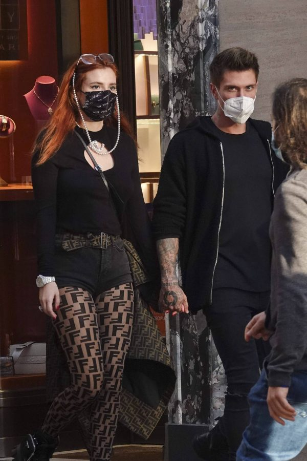 Bella Thorne on PDA with boyfriend singer Benjamin Mascolo in Rome 13