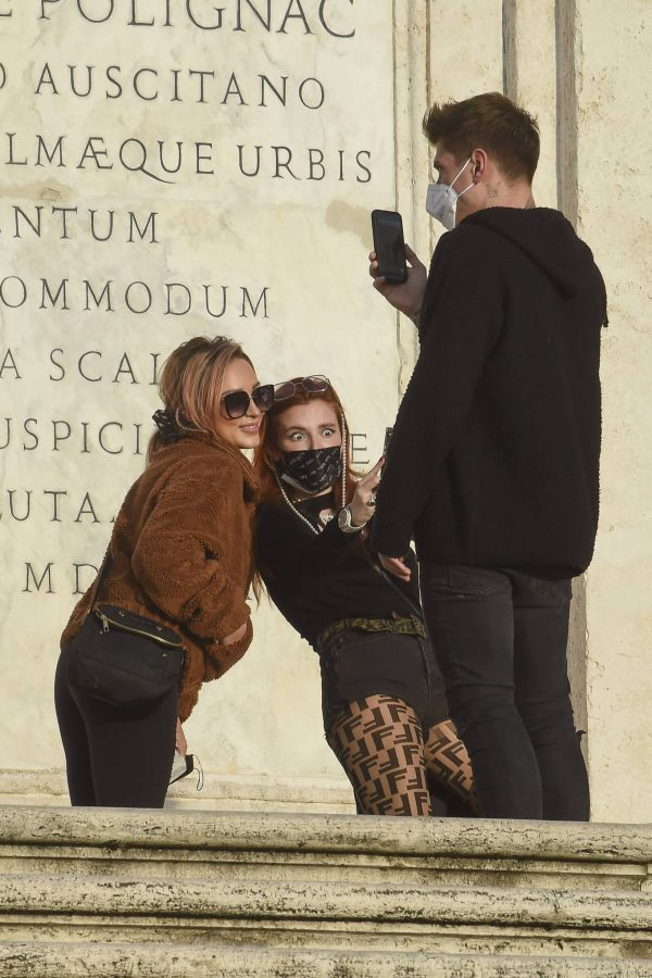 Bella Thorne on PDA with boyfriend singer Benjamin Mascolo in Rome 17