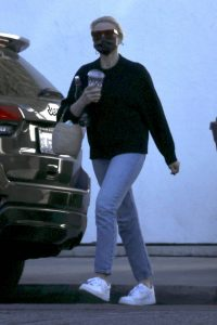 Cameron Diaz Seen at salon in Los Angeles 12