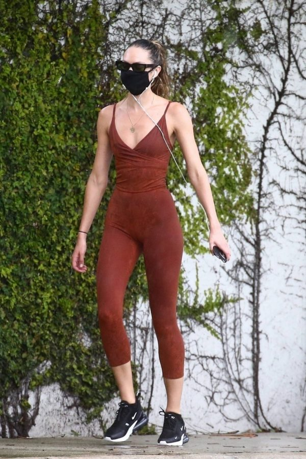 Candice Swanepoel Jogging candids in Miami 01