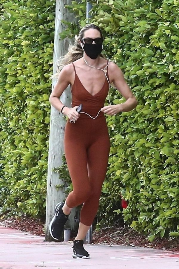 Candice Swanepoel Jogging candids in Miami 12