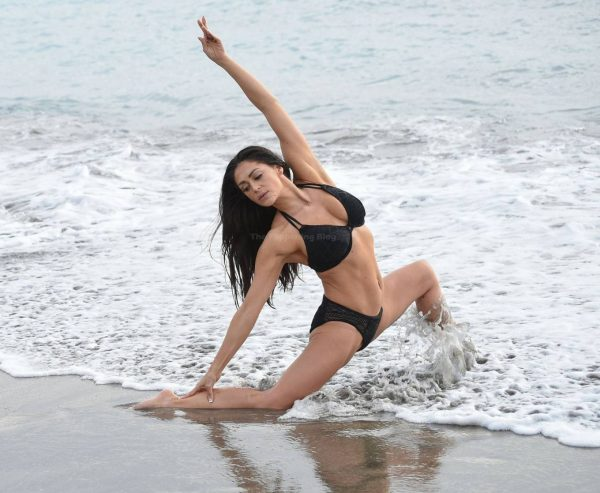 Casey Batchelor In black bikini filming in Tenerife for her fitness app Yoga Blitz 01