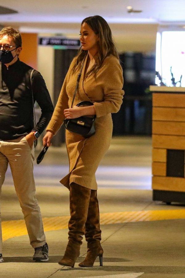 Chrissy Teigen Outside Eataly Restaurant in LA 08