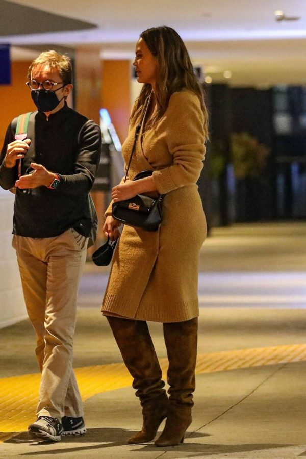Chrissy Teigen Outside Eataly Restaurant in LA 09