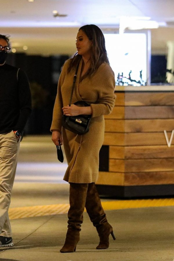 Chrissy Teigen Outside Eataly Restaurant in LA 10