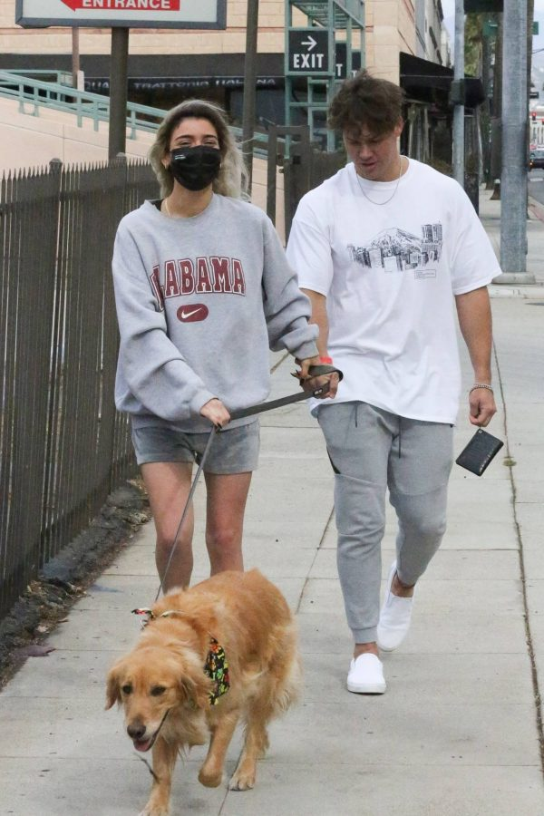 Dixie Damelio seen out for a lunch date with Noah Beck in Los Angeles 14