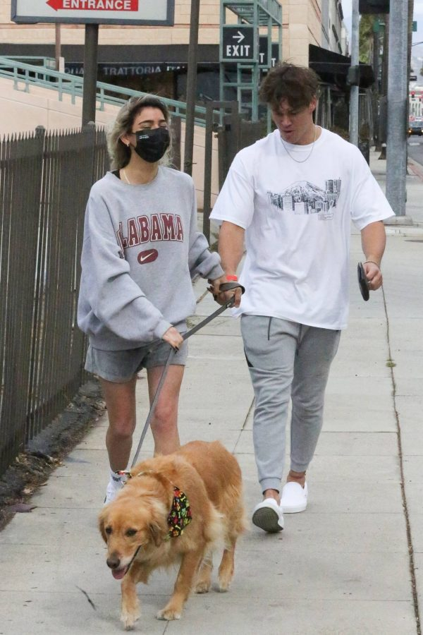 Dixie Damelio seen out for a lunch date with Noah Beck in Los Angeles 18