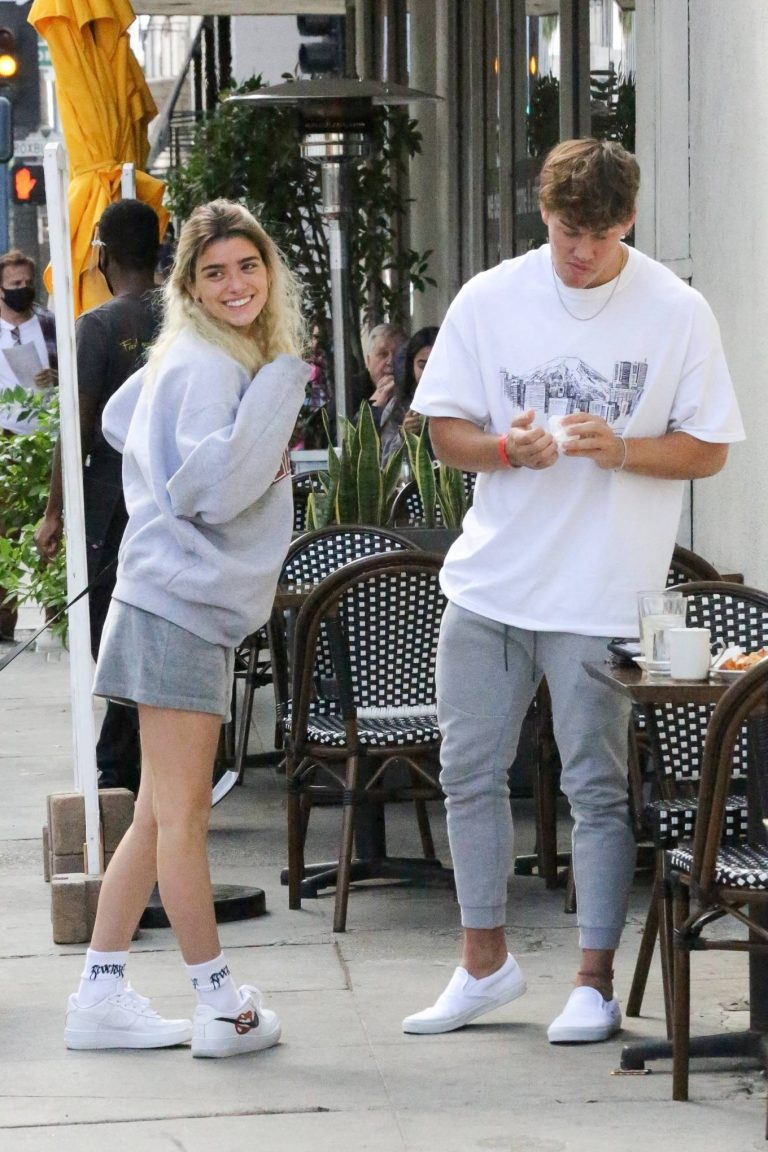 Dixie Damelio seen out for a lunch date with Noah Beck in Los Angeles 23