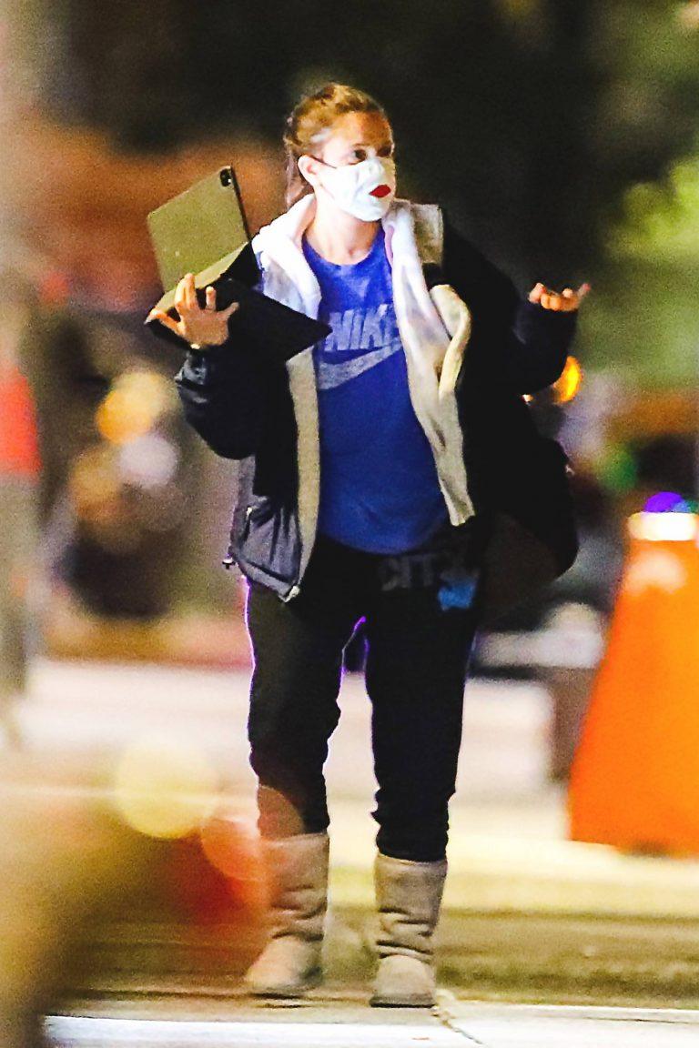 Drew Barrymore Walks through Central Park in New York 01