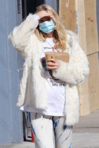 Elsa Hosk Out with her partner in Manhattans SoHo neighborhood 02
