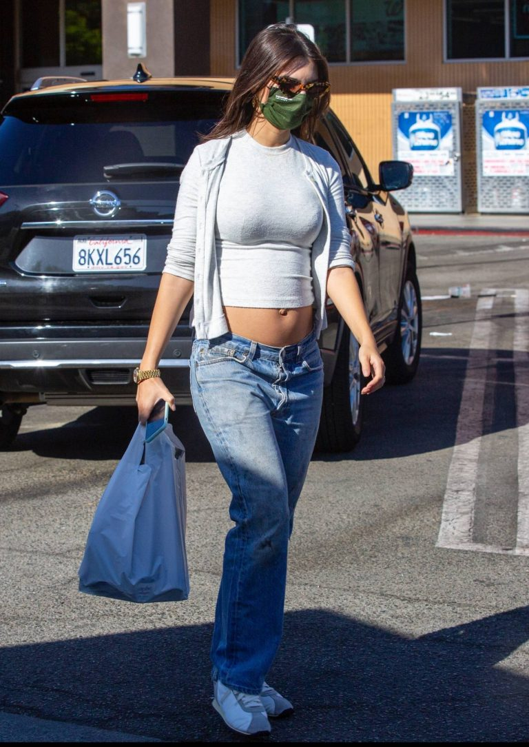 Emily Ratajkowski shopping candids with a friend in Los Angeles 05