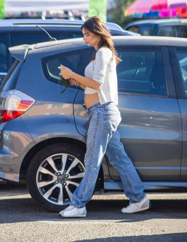 Emily Ratajkowski shopping candids with a friend in Los Angeles 06