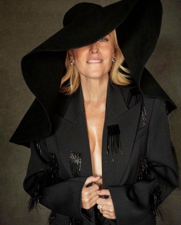 Gillian Anderson Harpers Bazaar magazine October 2020 01