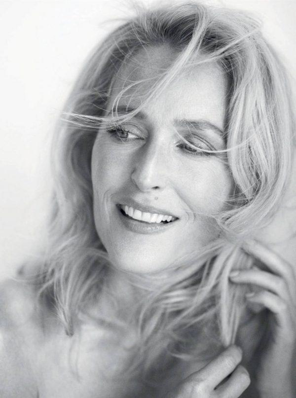 Gillian Anderson Harpers Bazaar magazine October 2020 03