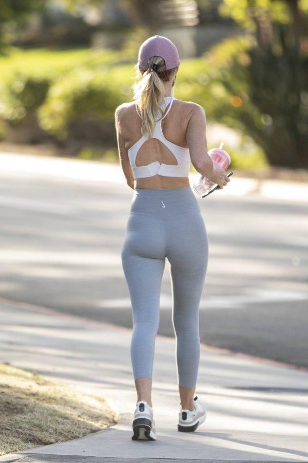 Hayley Roberts In leggins while out for a walk in Calabasas 16