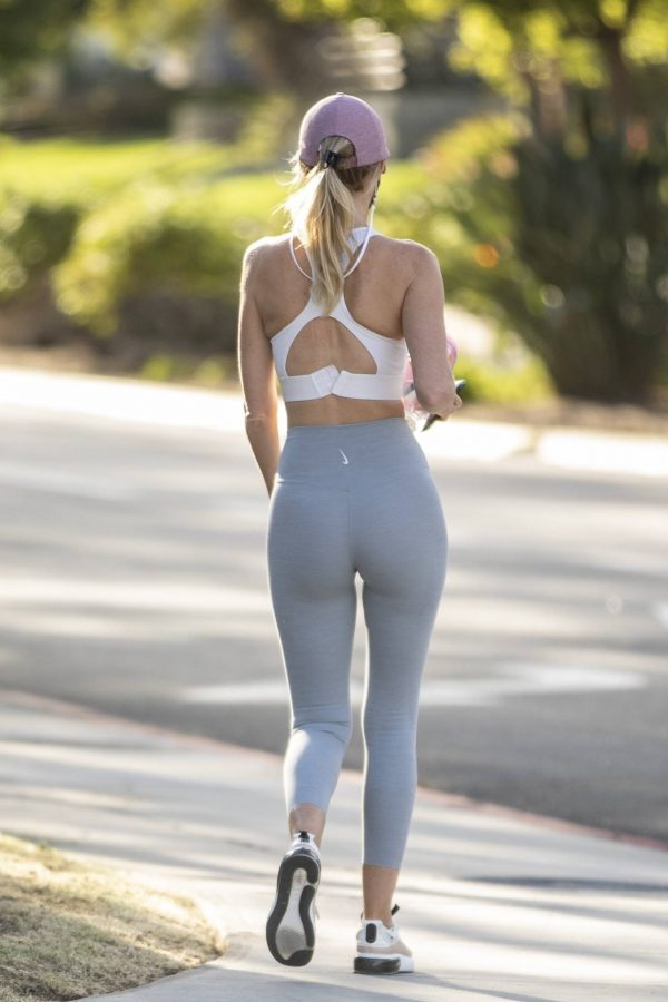 Hayley Roberts In leggins while out for a walk in Calabasas 18