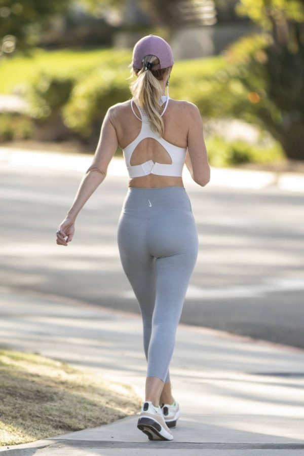 Hayley Roberts In leggins while out for a walk in Calabasas 19