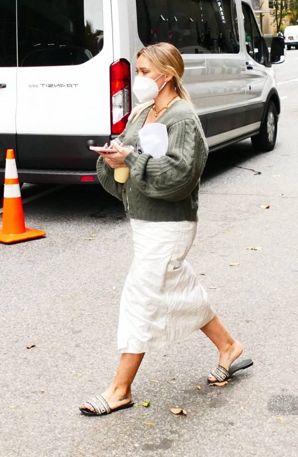 Hilary Duff Filming Younger in NYC 14