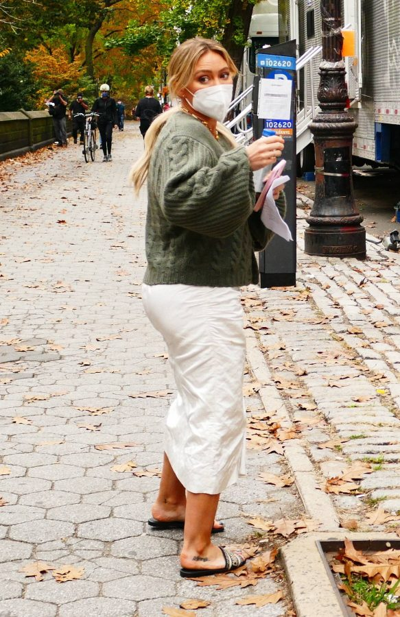 Hilary Duff Filming Younger in NYC 29