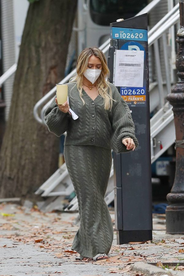 Hilary Duff Filming Younger in NYC 46